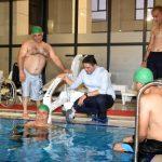 Engelliler için havuz lifti