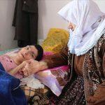 75 yaşındaki Aliye Buğur Yatağa bağımlı engelli kızına 40 yıldır gözü gibi bakıyor