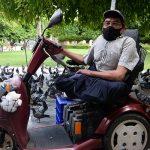 Engelli baba, 35 yıldır kuş yemi satarak 3 kızının eğitim almasını sağladı